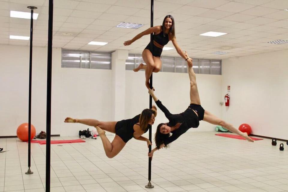 Free Fly Pole Dance Studio